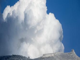 El agujero fue llenado previamente de agua para que afectase a las ondas sísmicas resultantes, las...