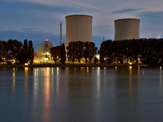 Las emisiones y vertidos radiactivos aún mantienen desplazadas a unas 110.000 personas que vivían...