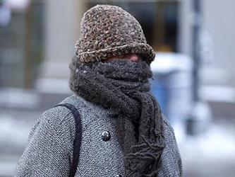 El termómetro bajó hasta 3,3ºC en los barrios urbanizados y soplaba un viento monzónico glacial. En...