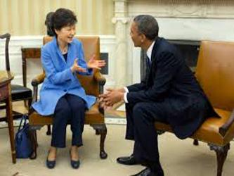 En una conversación telefónica el martes, Park y Obama acordaron que también se necesitaban varias...