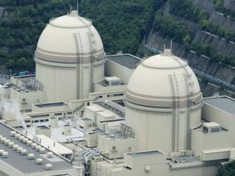 A orillas del mar y rodeada de pinos, en la central de Fukushima trabajan a diario unas 7.000...