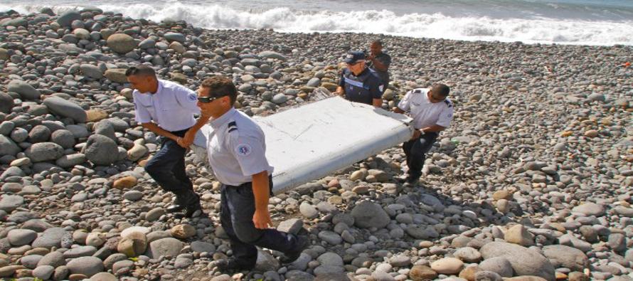 En la aeronave iban 239 personas, entre tripulación y viajeros, cuando desapareció el 8 de marzo de...