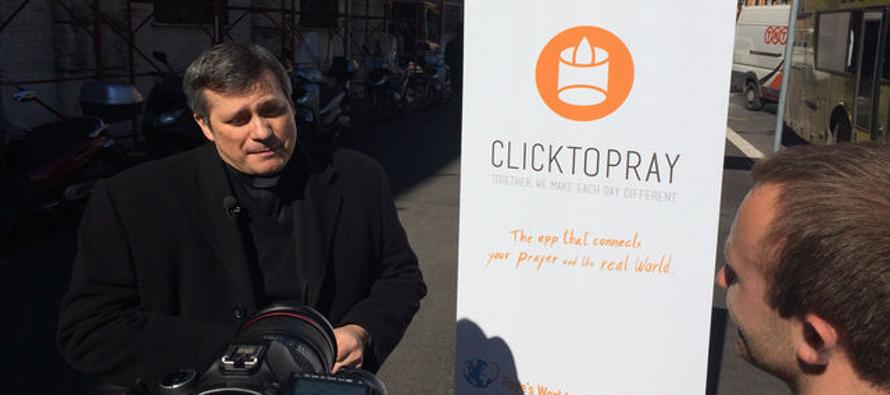 """Una primera edición de """"Click To Pray"""" había sido lanzada en 2014 en Portugal de la mano del..."""