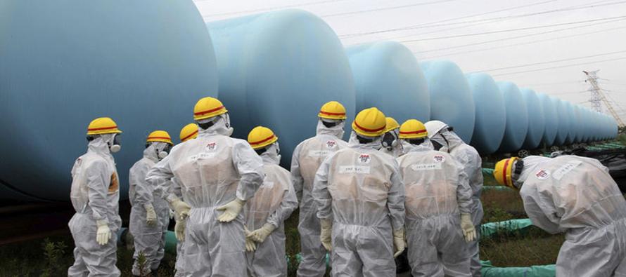 Las casi 800.000 toneladas de agua radioactiva que ya están almacenadas en 1.000 tanques...