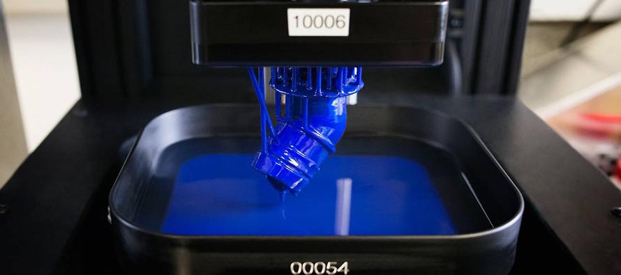 La empresa prevé despachar cientos de impresoras este año, pero su método es demasiado costoso para ser usado a gran escala.