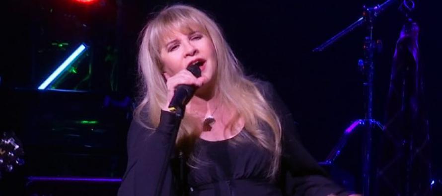 """Stevie Nicks sorprende a p�blico de """"School of Rock"""" en Nueva York"""