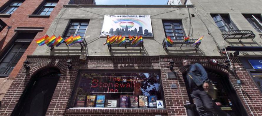 En esta fotografía de archivo del 29 de mayo de 2014 se observa al Stonewall Inn, en Greenwich...