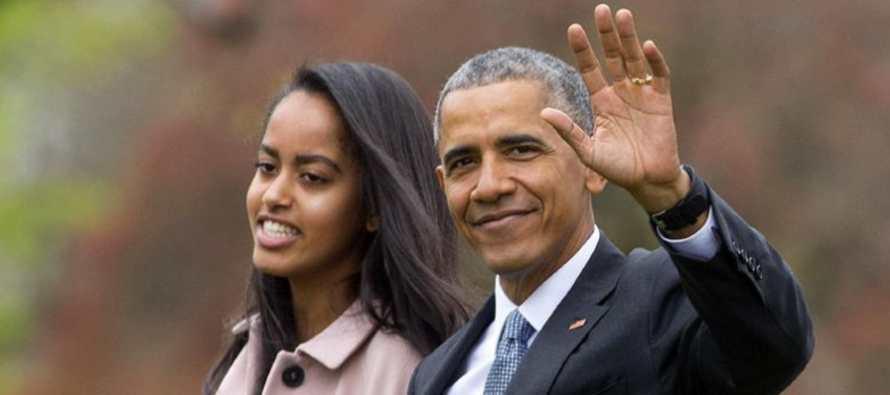 El presidente Barack Obama alcanzó un hito el viernes: su hija Malia se graduó de la secundaria.