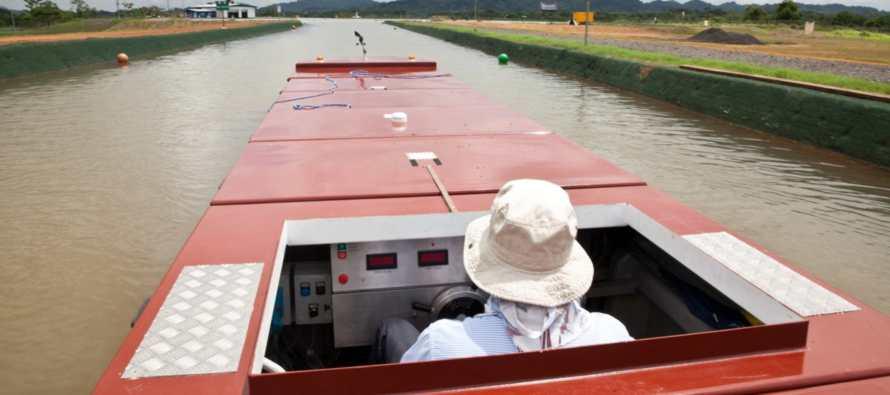 La academia de conducci�n del barcos del mini Canal de Panam�
