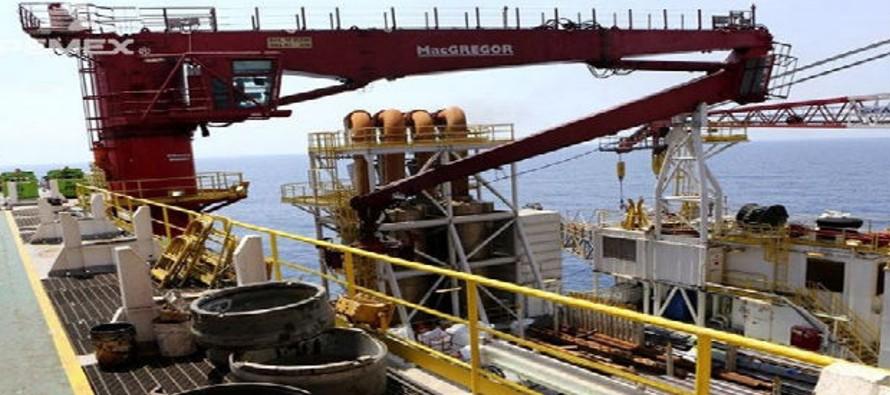 Se calcula que la producción de crudo de Pemex este año sea de 2,13 millones de barriles al día,...