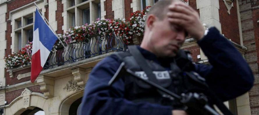 Se trata del primer ataque dentro de una iglesia francesa en años recientes del que se tenga...