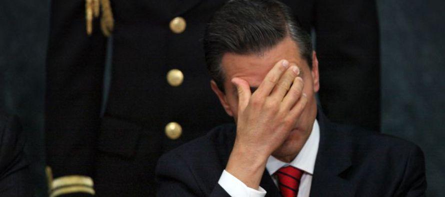 Los bajos precios del petróleo, un pilar de la economía mexicana, y otros factores externos en los...