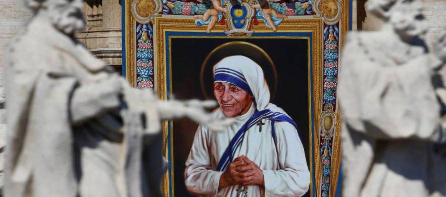 """""""De sangre soy albanesa. De ciudadanía, India. En lo referente a la fe, soy una monja católica. Por..."""
