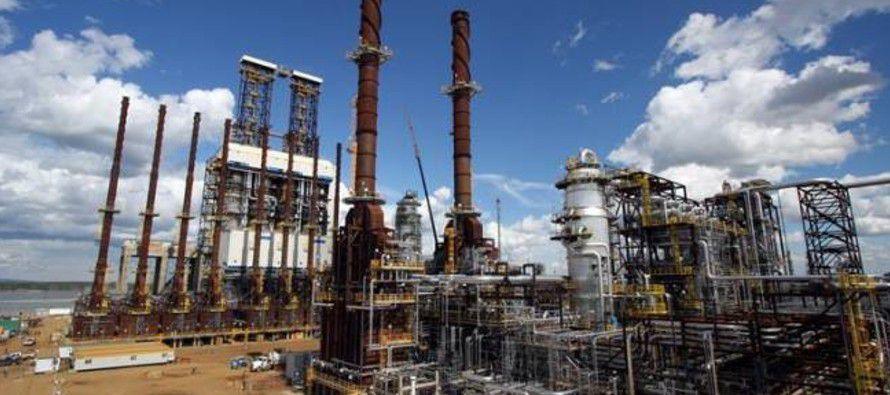 El declive de la industria petrolera es uno de los síntomas más graves de la crisis económica de...