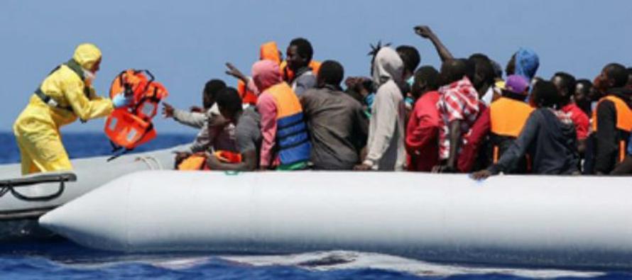 Más de 5,000 inmigrantes fueron salvados el martes y el miércoles frente a la costa de Libia y se...