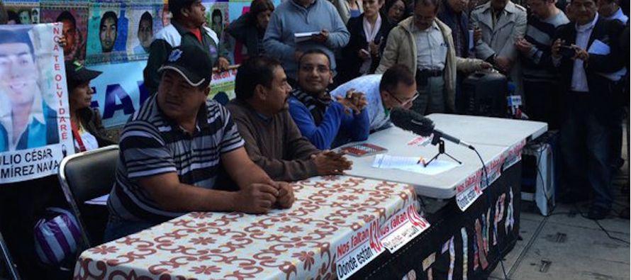 """Padres de Ayotzinapa dicen que cambios en la Fiscal�a son """"juegos pol�ticos"""""""