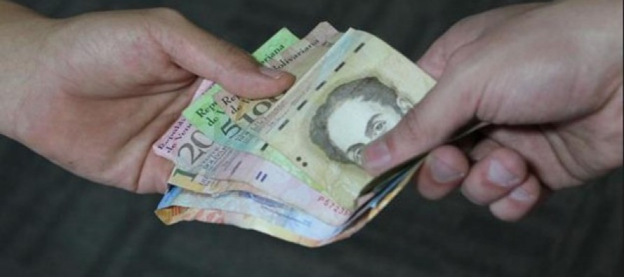 Maduro aumenta un 40 % salario m�nimo en Venezuela, la cuarta subida este a�o