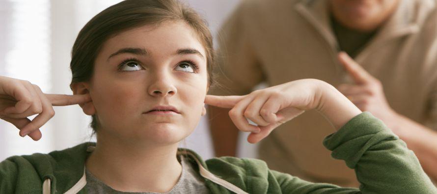 Los terapeutas recalcan que los adolescentes que discuten son saludables. Están aprendiendo a...