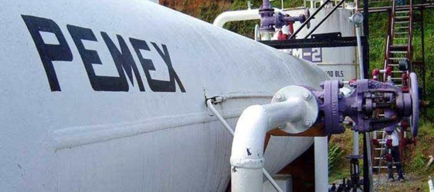 La empresa petrolera de México ha cojeado por años, sumida en deudas y sufriendo para mantener la...