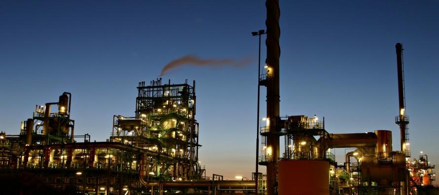 Barril cae por escepticismo sobre recorte a producción, bombeo de OPEP y Rusia aumenta