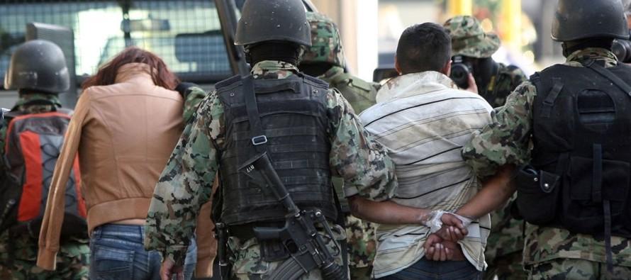 Una corrupción política que representa alrededor del 9 % del Producto Interno Bruto (PIB) y a la existencia de amplias regiones controladas por el narco, a menudo coludido con el gobierno de turno, llevan a esta enorme crisis en derechos humanos.