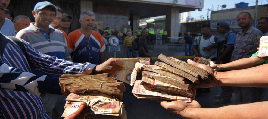 El billete de cien representaba el 77.4 por ciento del valor de todo el efectivo que circulaba en...