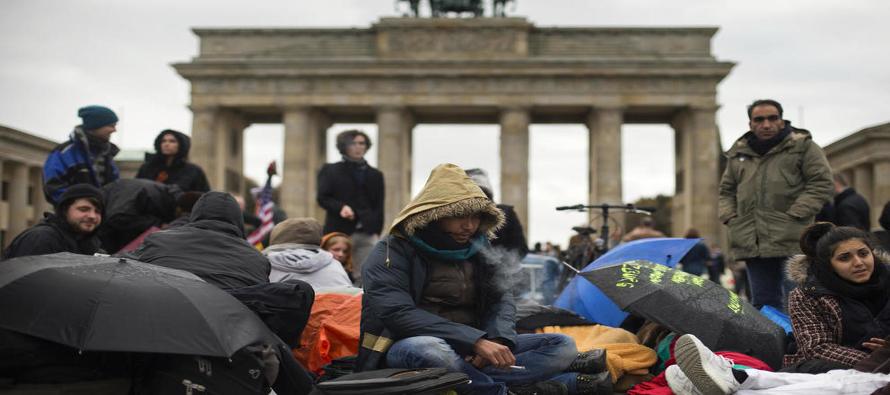 El ministerio espera además tener completado antes de la Pascua ortodoxa (13 días después de la católica) el registro completo de todos los refugiados y los inmigrantes llegados al país en la última oleada de migración.