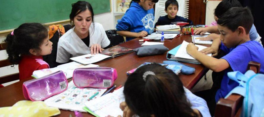 """El informe UNESCO considera que """"la educación hace más probable que los ciudadanos..."""