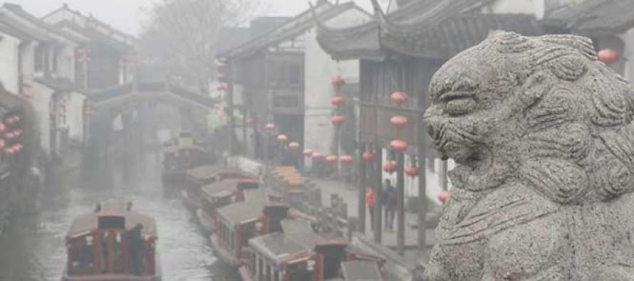 La capital china se encontraba el martes en la segunda alerta más alta por una nube de...