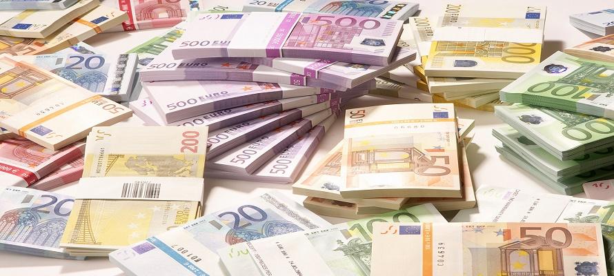 Le Pen ha sostenido durante mucho tiempo que Francia debería salirse del euro, pero hasta ahora...