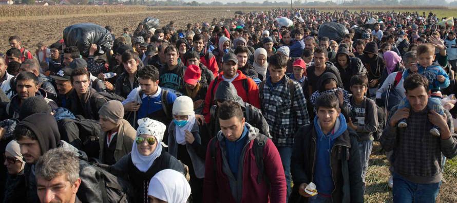 Más de 2,000 iraquíes huyen de Mosul a diario, varios centenares más que antes de que la coalición...