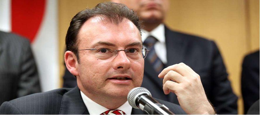 Videgaray, militante del Partido Revolucionario Institucional (PRI) desde 1987 y muy cercano al presidente de México, fue nombrado secretario de Hacienda en 2012, cargo que tuvo que dejar a la semana del encuentro entre Trump y Peña Nieto, que fue duramen