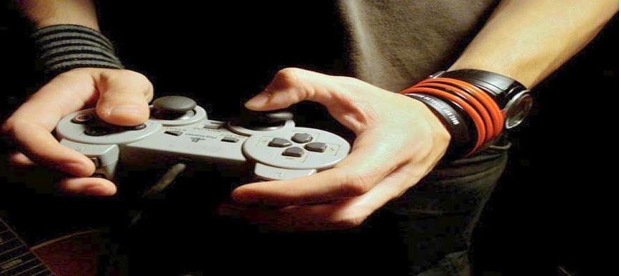 """""""El videojuego es útil para muchas cosas. Nos ayuda a evadirnos de estas vidas tan complejas..."""