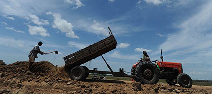 La mecanización agrícola sostenible se refiere a todas las tecnologías de cultivo y procesamiento,...