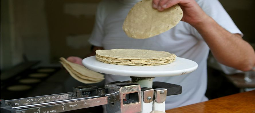 Si el aumento se materializa, el precio de la tortilla, quizás el alimento más popular de la mesa...