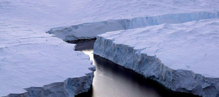 """El iceberg """"cambiará básicamente el paisaje de la península antártica"""" y podría presagiar..."""