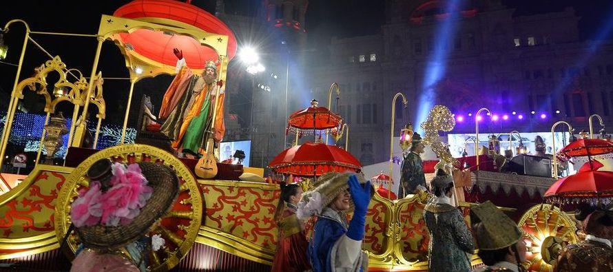 En Italia, el 6 de enero es más común que los niños reciban los regalos no de los Reyes Magos sino...