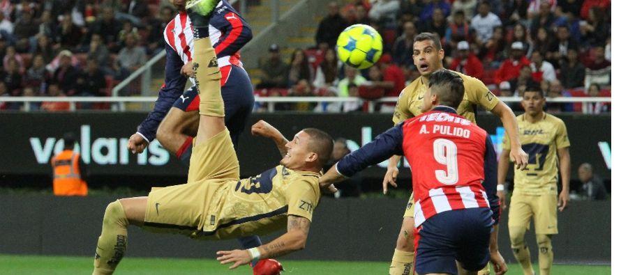 Pumas dominó los primeros minutos, pero el chileno Nicolás Castillo no estuvo certero y el...