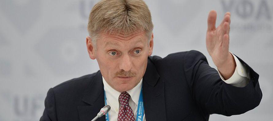 """El Kremlin se declaró hoy """"cansado"""" de las acusaciones de Estados Unidos contra Rusia por..."""