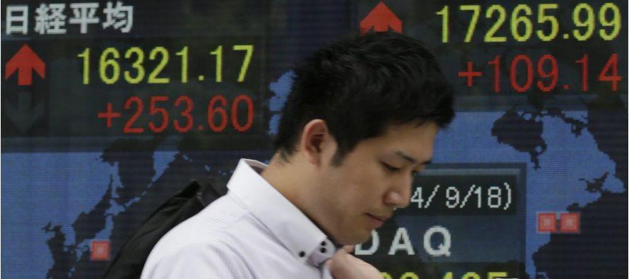 China prometió el martes contener los altos niveles de endeudamiento de las empresas y reducir aún...