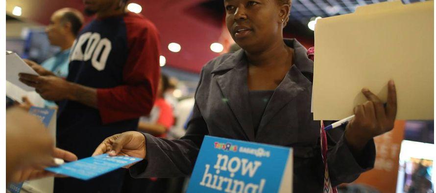Es común que las firmas contraten una gran cantidad de trabajadores en las primeras etapas de una...