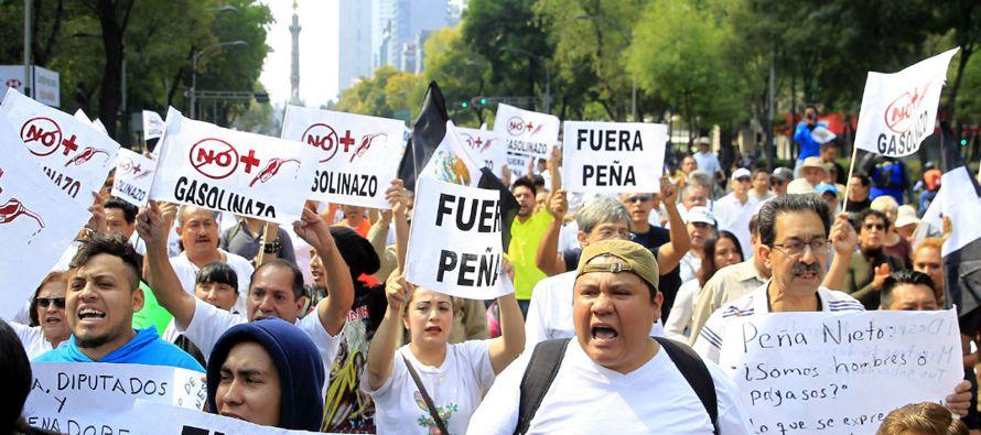 Sobre los violentos disturbios y protestas desencadenados por el anuncio del Gobierno sobre el...