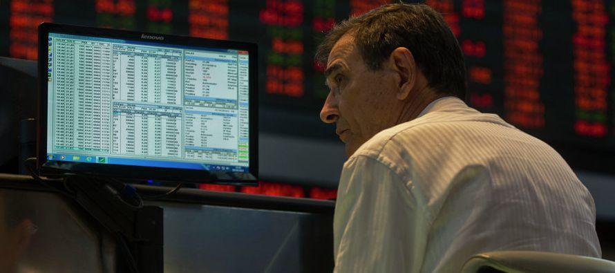 Desde que Enrique Peña Nieto llegó al poder en diciembre de 2012, la moneda se ha depreciado casi...