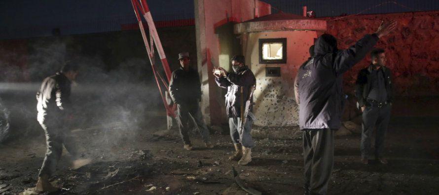 La explosión se produjo durante una reunión de alto nivel en la que también participaban el jefe de...