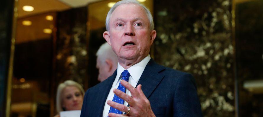 De esta forma, Sessions aseguró que se recusaría de cualquier investigación sobre las polémicas...