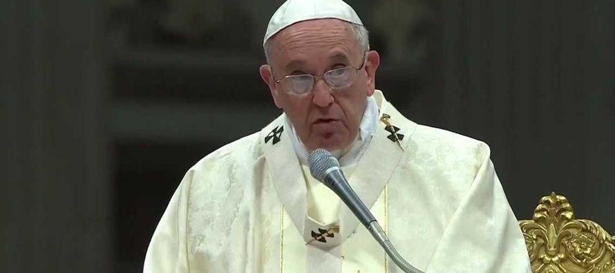 """El pontífice también clamó contra """"la riqueza, el poder, el éxito, con su ilusión de eternidad..."""