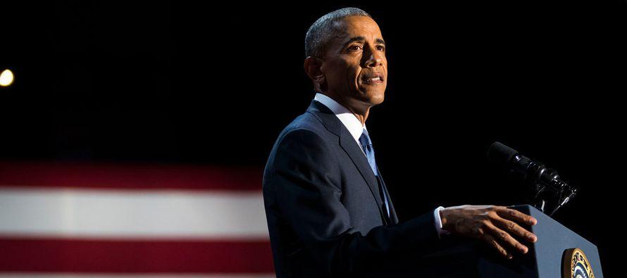 """""""Después de ocho años como su presidente, sigo creyendo eso"""", le dijo Obama a una gran multitud..."""