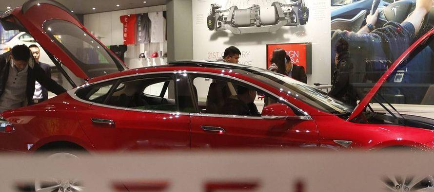 Del mismo modo, la carrera para producir el primer auto eléctrico asequible del mundo fue...