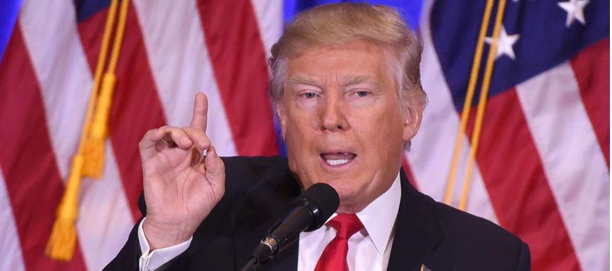 La plataforma de campaña de Trump señalaba que permitiría al programa Medicare negociar con las...