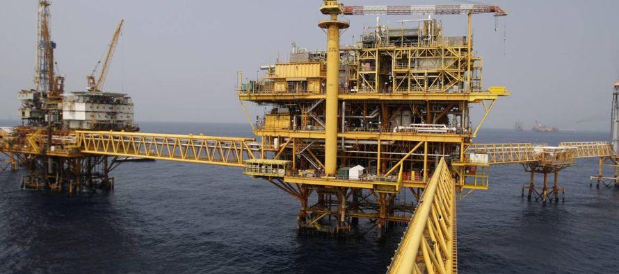 Los buscadores estadounidenses de petróleo están cruzando la frontera para tratar de aprovechar la...